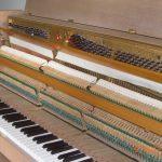 Piano droit Mag en chêne bicolore mat – Marque de Gaveau