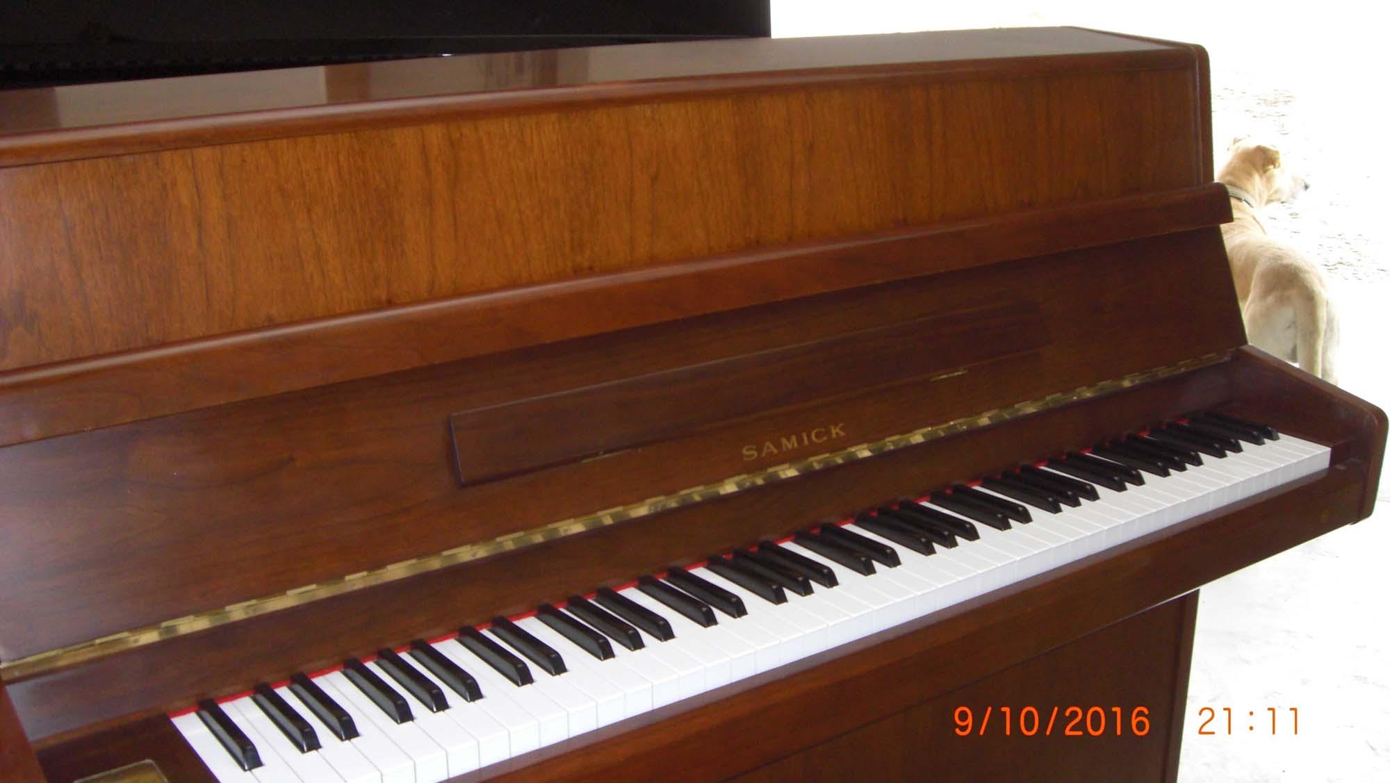 piano droit d occasion de marque samick l 39 artisan du piano en vend e. Black Bedroom Furniture Sets. Home Design Ideas