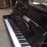 piano-droit-occasion-de-marque-samick-modele-cs-108-noir-artisan-du-piano