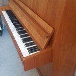 piano-droit-petrof