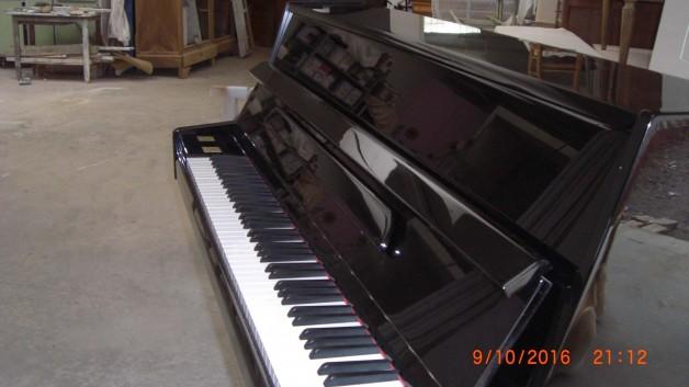 Piano droit d'occasion de marque Samick modèle CS-108 Noir