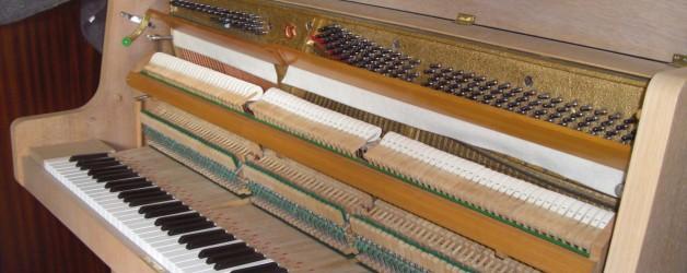 Piano droit Mag en chêne bicolore mat – Gaveau