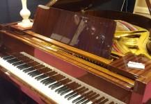 Piano PETROF quart queue modèle IV