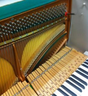 Structure harmonique d'un piano droit - L'Artisan du Piano